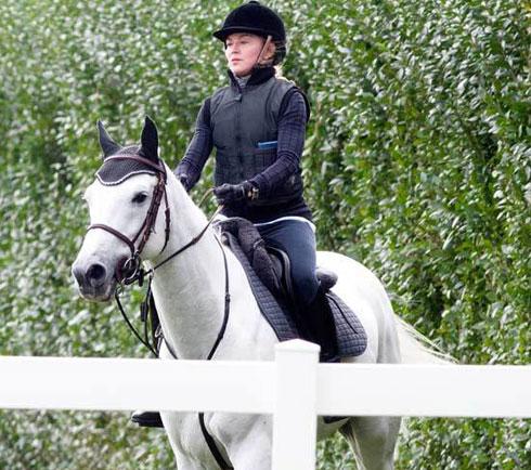 madonna-horse-riding
